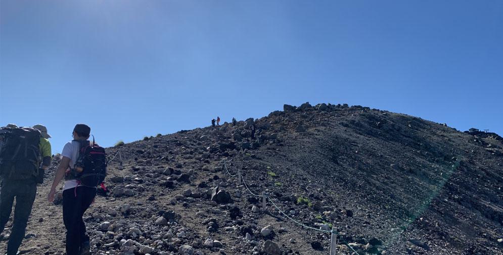 剣ヶ峰への道。