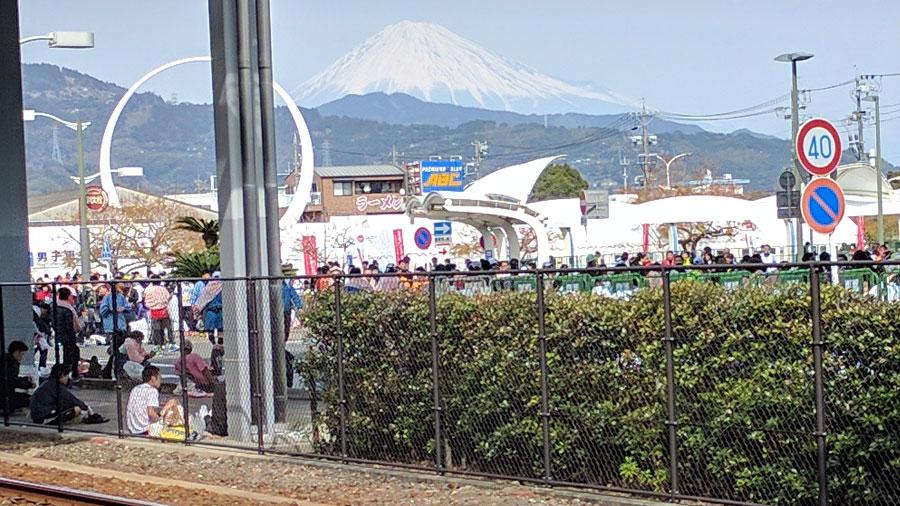 ゴール地点の清水駅から見える富士山