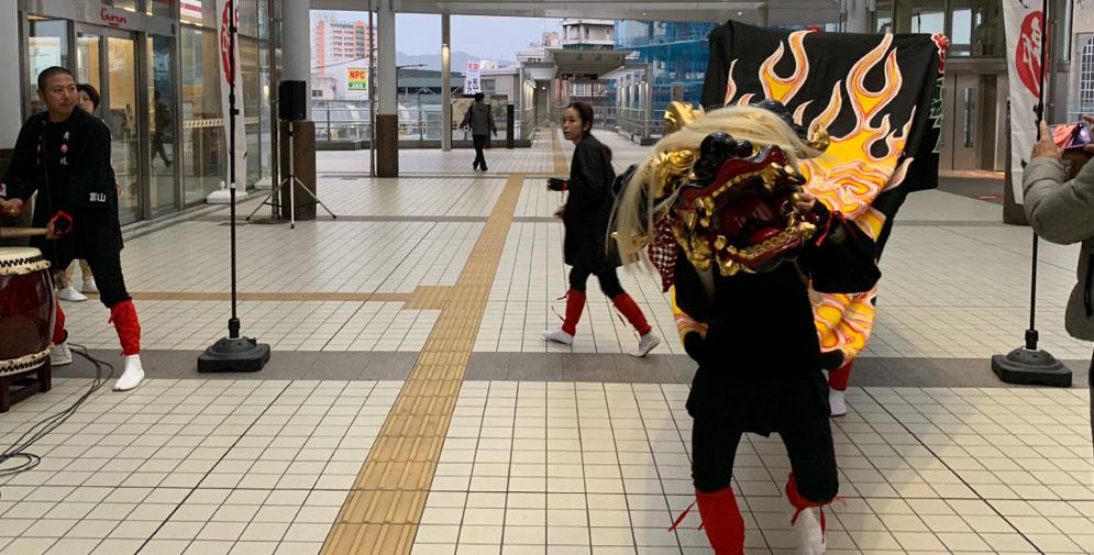 高岡駅の獅子舞